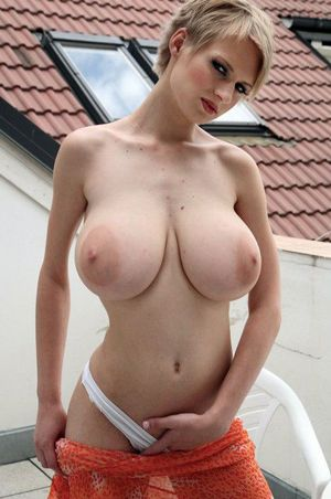 Amateur natural boobs